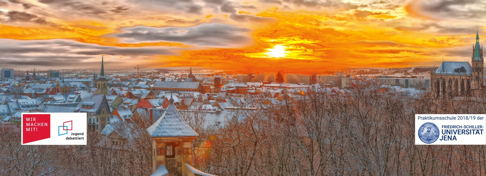 Die Innenstadt Erfurts als Panorama, aufgenommen von der Zitadelle Petersberg kurz nach Sonnenaufgang